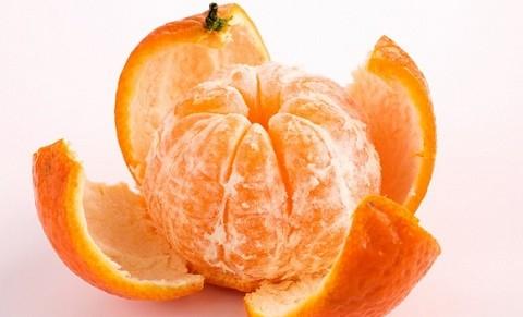 кожура и плод мандарина