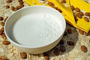 молоко из миндаля